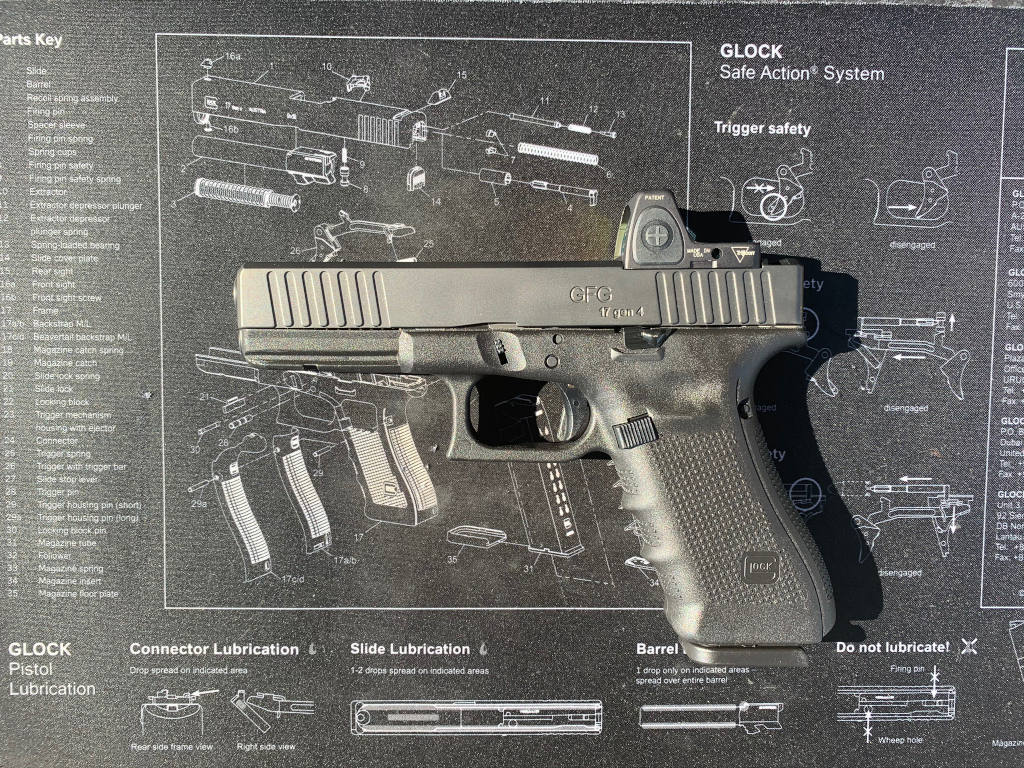 GFG Classic Slide for GLOCK 17 generation 4 with Diamond Like Carbon (DLC) coating and Trijicon RMR cut.